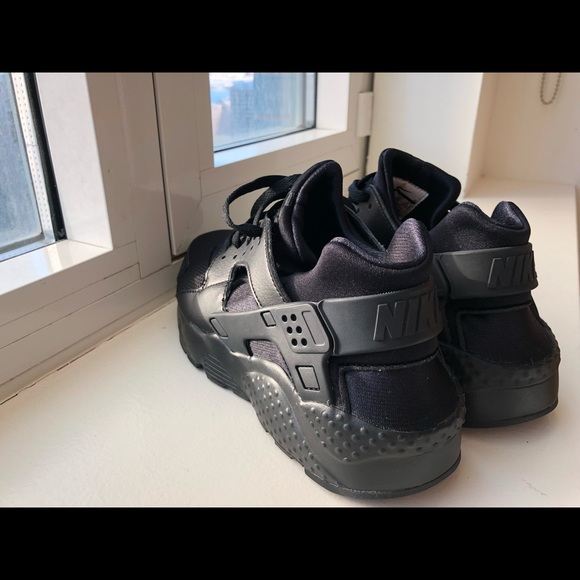 buy online d748e 83603 Hardly worn, good as new black nike Huaraches